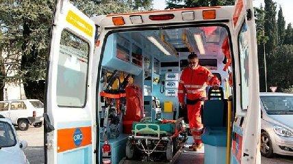 http://www.ragusanews.com//immagini_articoli/06-01-2018/scicli-lambulanza-medico-bordo-240.jpg