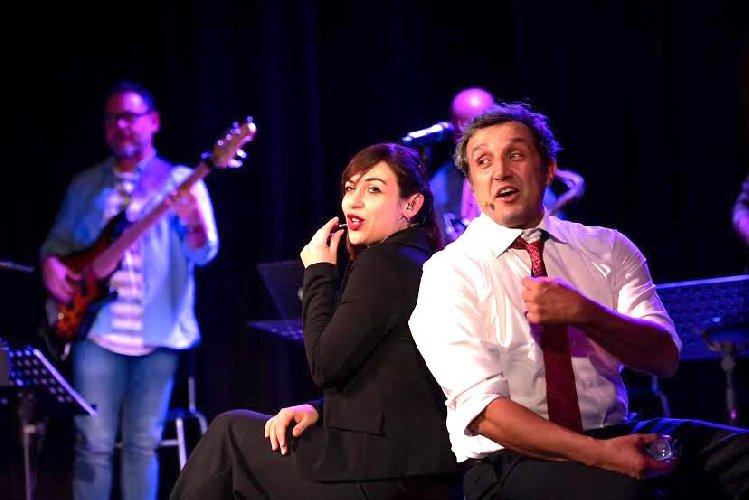 https://www.ragusanews.com//immagini_articoli/06-01-2020/insinna-in-teatro-si-fa-meglio-500.jpg