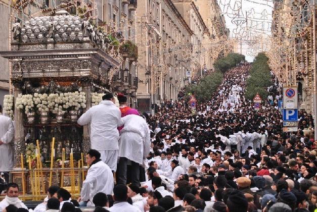 http://www.ragusanews.com//immagini_articoli/06-02-2017/unni-ghiunta-santa-seguire-festa-sant-agata-420.jpg