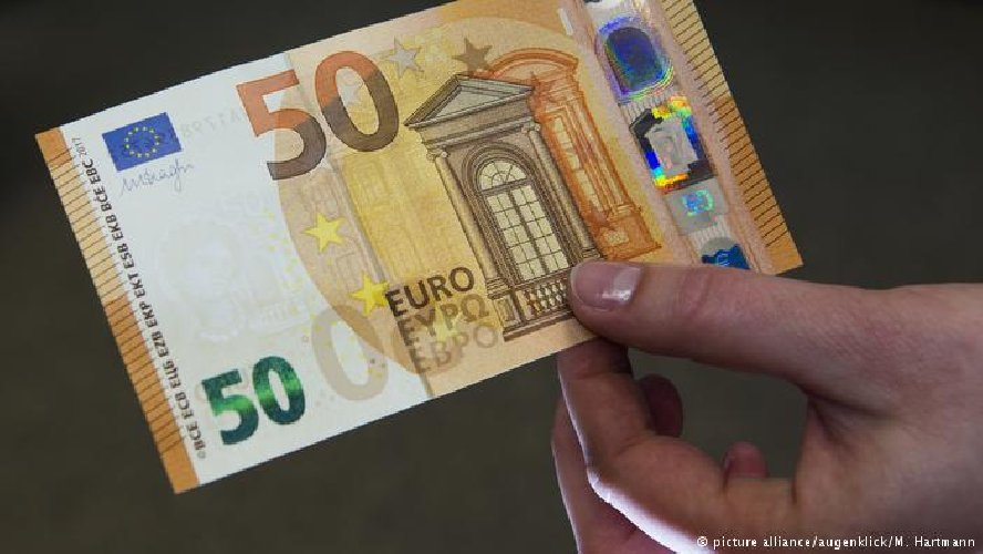 http://www.ragusanews.com//immagini_articoli/06-03-2018/senza-assicurazione-rumeno-tenta-corrompere-carabiniere-euro-500.jpg
