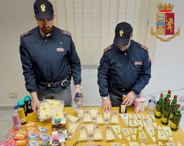 https://www.ragusanews.com//immagini_articoli/06-03-2019/furti-market-modica-arrestati-rumeni-500.jpg