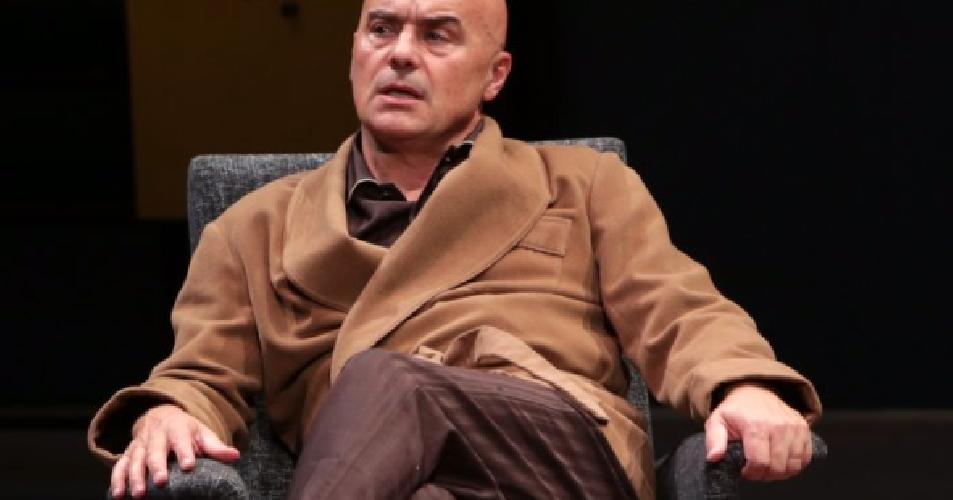 https://www.ragusanews.com//immagini_articoli/06-03-2019/teatro-greco-sara-luca-zingaretti-ludovico-einaudi-500.png
