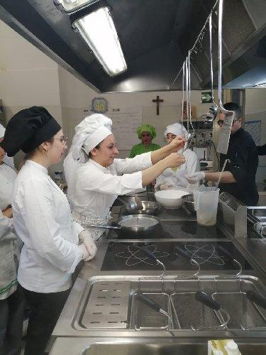 https://www.ragusanews.com//immagini_articoli/06-03-2020/a-scuola-di-cucina-vegetale-a-modica-500.jpg