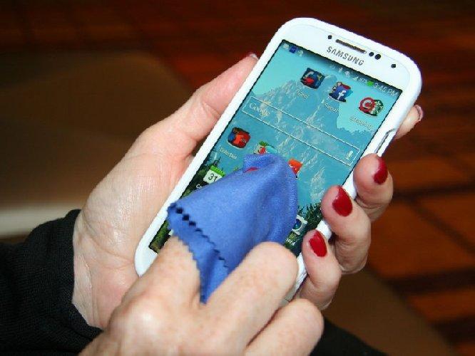 https://www.ragusanews.com//immagini_articoli/06-03-2020/coronavirus-pulire-smartphone-e-tablet-per-non-correre-rischi-500.jpg