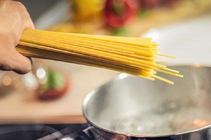 https://www.ragusanews.com//immagini_articoli/06-03-2021/quanta-pasta-mangiare-per-non-ingrassare-280.jpg