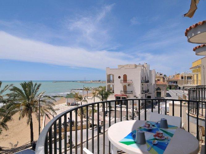https://www.ragusanews.com//immagini_articoli/06-04-2018/casa-ceduta-affitto-marina-ragusa-mila-euro-mensili-500.jpg