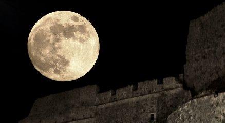 https://www.ragusanews.com//immagini_articoli/06-04-2020/a-casa-a-guardare-la-superluna-240.jpg