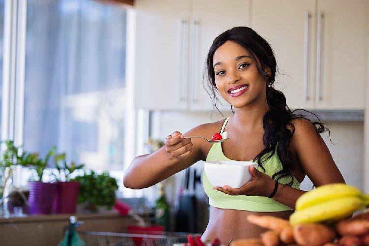 https://www.ragusanews.com//immagini_articoli/06-04-2021/dieta-detox-dopo-pasqua-gli-alimenti-depurativi-di-primavera-500.jpg