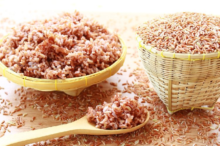 https://www.ragusanews.com//immagini_articoli/06-04-2021/la-dieta-depurativa-del-riso-rosso-i-benefici-per-la-salute-e-il-fisico-500.jpg