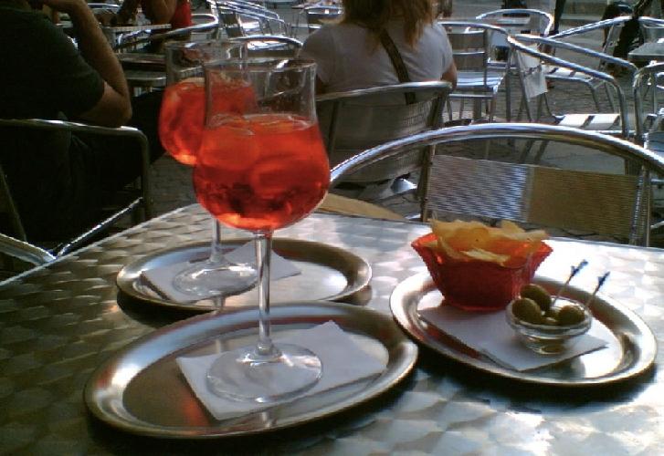 https://www.ragusanews.com//immagini_articoli/06-05-2014/giarratana-7-denunciati-per-un-aperitivo-500.jpg