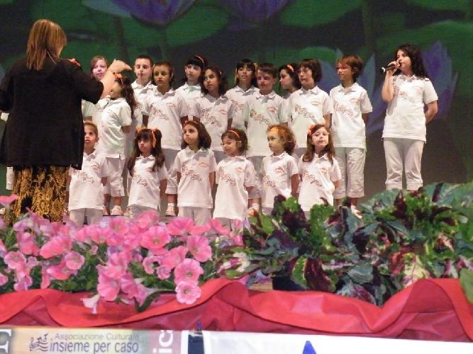 http://www.ragusanews.com//immagini_articoli/06-05-2015/il-coro-mariele-ventre-alla-badia-500.jpg
