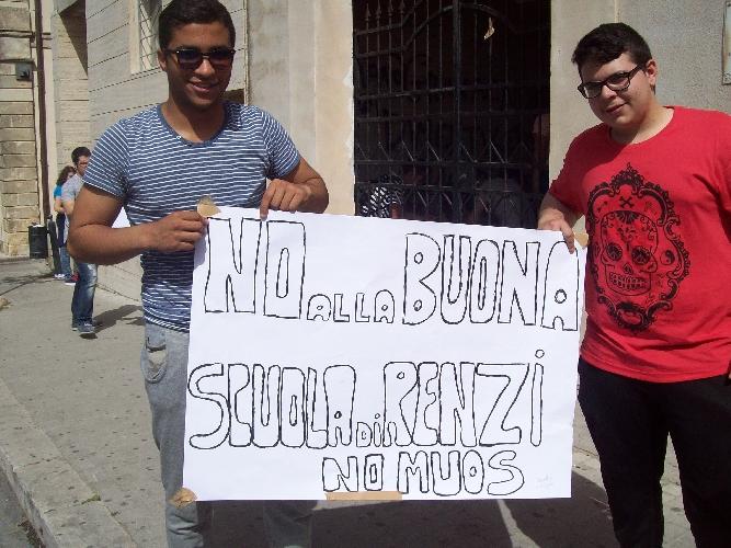 https://www.ragusanews.com//immagini_articoli/06-05-2015/in-agitazione-gli-studenti-dell-alberghiero-di-chiaramonte-500.jpg