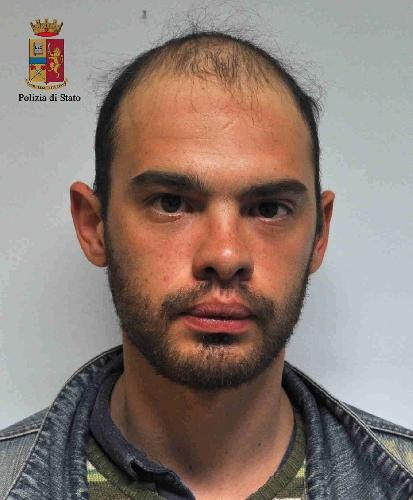 http://www.ragusanews.com//immagini_articoli/06-05-2015/tentato-furto-alla-scuola-collodi-arrestati-due-giovani-500.jpg