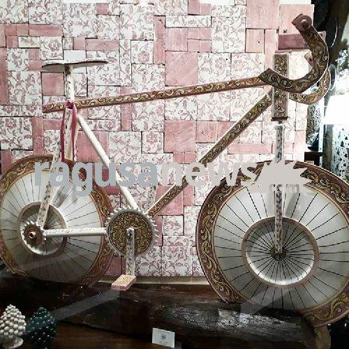 Giro d'Italia, motociclista resta ferito in un incidente ad Agrigento