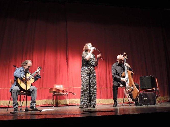 https://www.ragusanews.com//immagini_articoli/06-05-2018/brasil-napoli-latin-jazz-ragusa-500.jpg