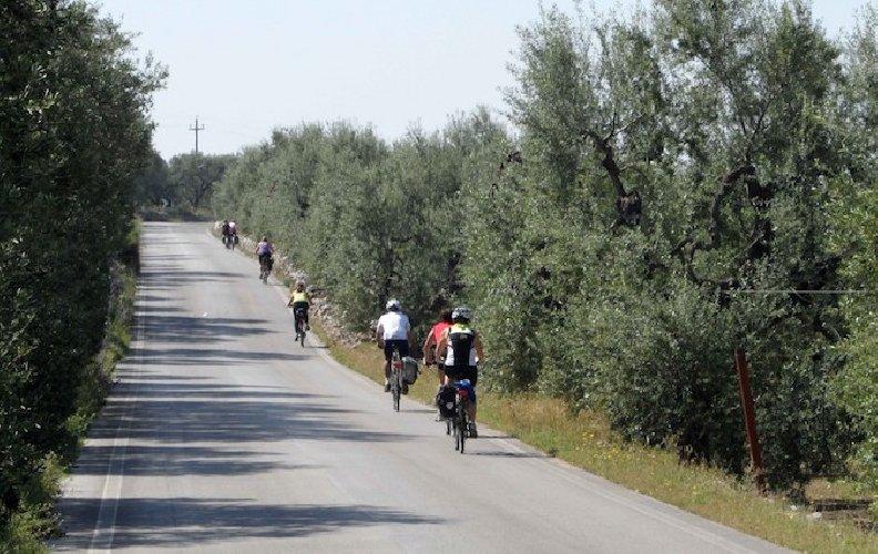 https://www.ragusanews.com//immagini_articoli/06-05-2019/pozzallo-capolinea-ciclovia-lagonegro-500.jpg