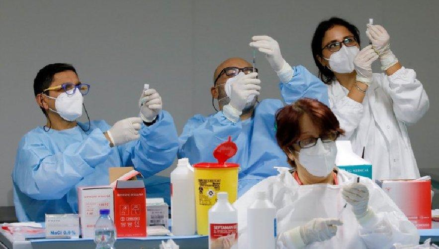 https://www.ragusanews.com//immagini_articoli/06-05-2021/vaccini-ai-50enni-in-tutta-italia-500.jpg