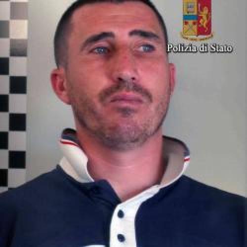 http://www.ragusanews.com//immagini_articoli/06-06-2015/arrestato-rapinatore-500.jpg