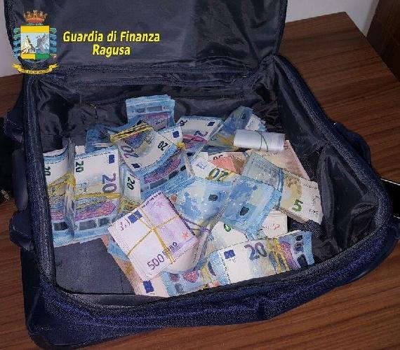 http://www.ragusanews.com//immagini_articoli/06-06-2017/mila-euro-marijuana-arrestato-nigeriano-500.jpg