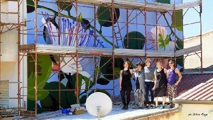 https://www.ragusanews.com//immagini_articoli/06-06-2019/1559812570-a-punta-secca-un-murales-al-femminile-omaggia-le-api-1-240.jpg