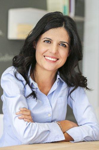 https://www.ragusanews.com//immagini_articoli/06-06-2019/isteria-e-gestalt-therapy-rosaria-lisi-presenta-il-suo-libro-500.jpg