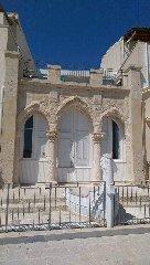 https://www.ragusanews.com//immagini_articoli/06-06-2019/la-misteriosa-casa-con-la-prua-di-una-barca-a-marina-di-ragusa-240.jpg