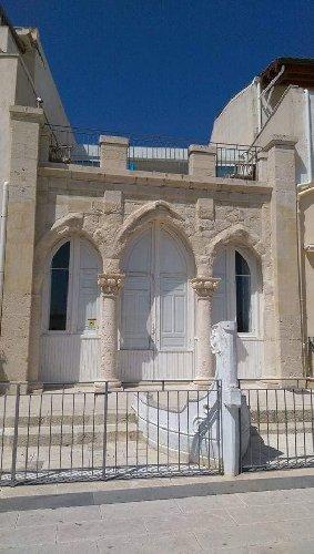 https://www.ragusanews.com//immagini_articoli/06-06-2019/la-misteriosa-casa-con-la-prua-di-una-barca-a-marina-di-ragusa-500.jpg