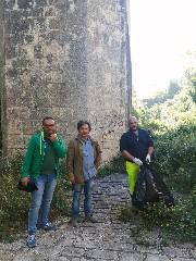 https://www.ragusanews.com//immagini_articoli/06-06-2020/1591443925-guide-turistiche-e-comune-contro-il-degrado-di-cava-santa-domenica-1-240.jpg