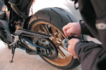 https://www.ragusanews.com//immagini_articoli/06-06-2020/arrestati-due-giovani-per-furto-di-un-ciclomotore-e-ricettazione-240.jpg