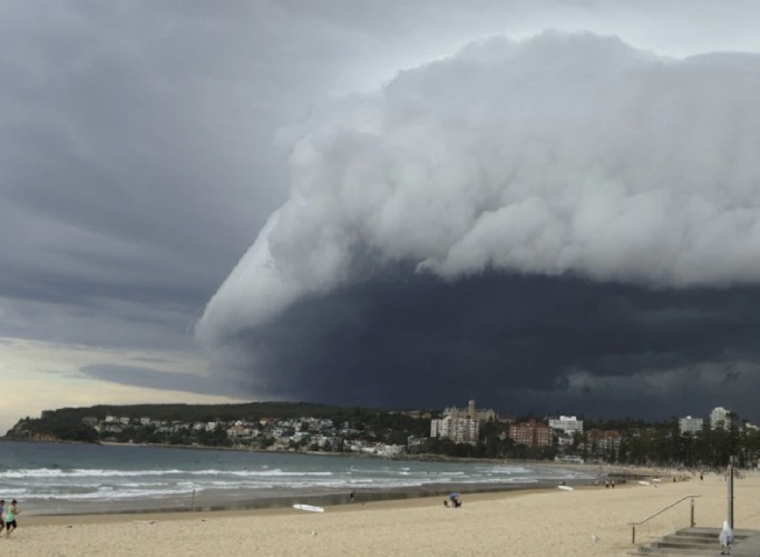 https://www.ragusanews.com//immagini_articoli/06-06-2020/fase-temporalesca-in-arrivo-anche-in-sicilia-500.jpg