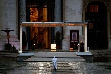https://www.ragusanews.com//immagini_articoli/06-06-2020/i-pensieri-di-papa-francesco-sulla-vita-dopo-la-pandemia-240.jpg