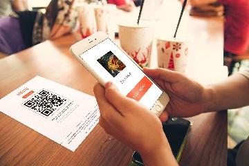 https://www.ragusanews.com//immagini_articoli/06-06-2020/il-menu-digitale-e-la-vera-novita-della-riapertura-dei-ristoranti-240.jpg