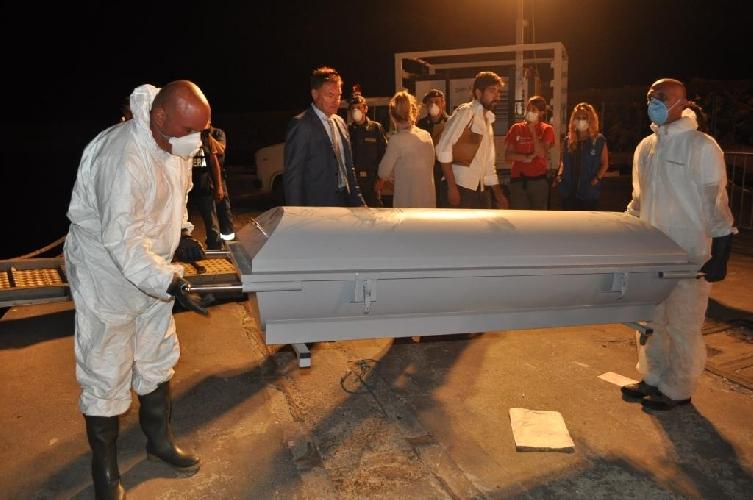 http://www.ragusanews.com//immagini_articoli/06-07-2014/identificati-molti-dei-naufraghi-morti-a-pozzallo-500.jpg