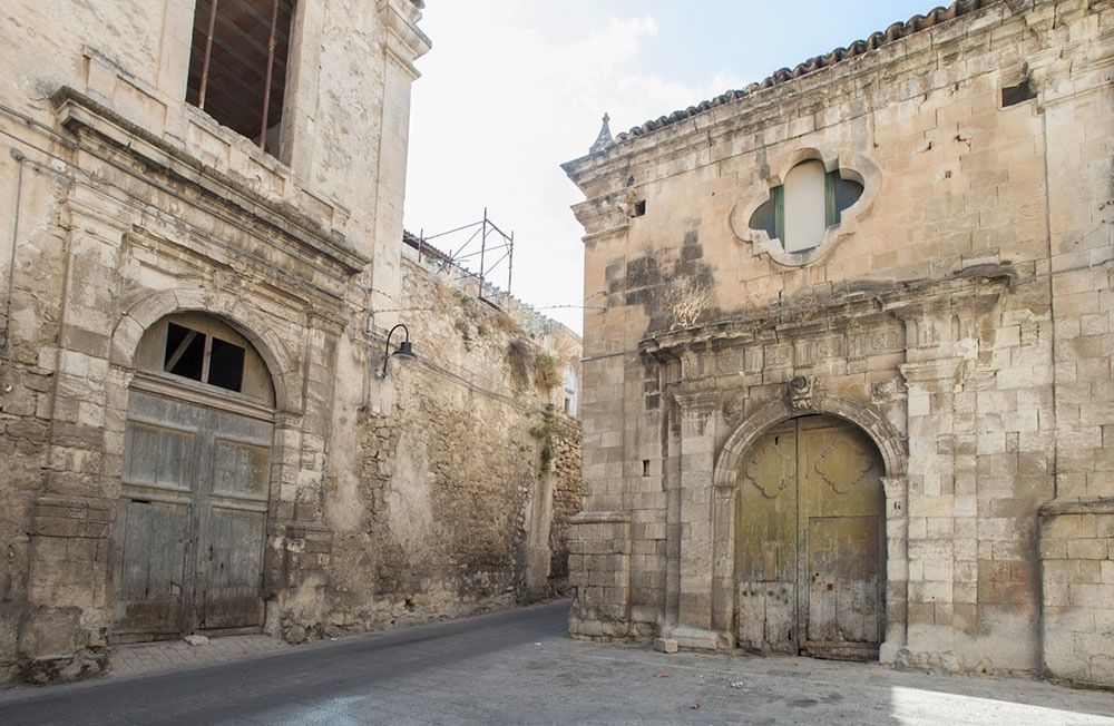 https://www.ragusanews.com//immagini_articoli/06-07-2015/1436209962-1-l-ultima-sinagoga.jpg