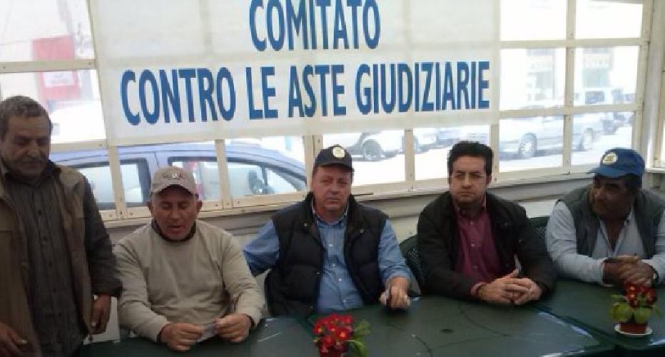 http://www.ragusanews.com//immagini_articoli/06-07-2016/aste-giudiziarie-ferro-e-giacchi-riprendolo-lo-sciopero-della-fame-500.jpg