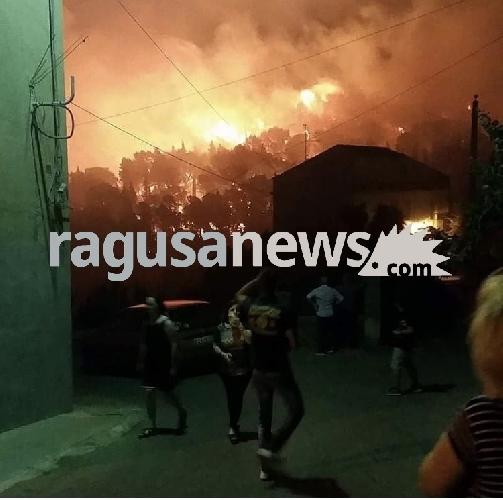 http://www.ragusanews.com//immagini_articoli/06-07-2017/incendi-sicilia-niente-intesa-protezione-civile-regione-500.jpg