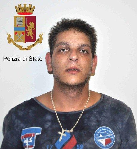https://www.ragusanews.com//immagini_articoli/06-07-2018/comiso-furto-villa-arrestati-flagranza-angelo-scafidi-500.jpg