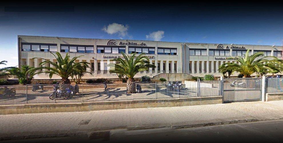 https://www.ragusanews.com//immagini_articoli/06-07-2018/progetti-mila-euro-verifica-antisismica-scuole-500.jpg