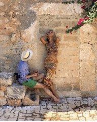 https://www.ragusanews.com//immagini_articoli/06-07-2019/1562438957-la-modella-madalina-ghenea-a-scicli-foto-1-240.jpg