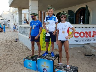 https://www.ragusanews.com//immagini_articoli/06-08-2018/maratona-filippide-vince-vincenzo-taranto-240.jpg