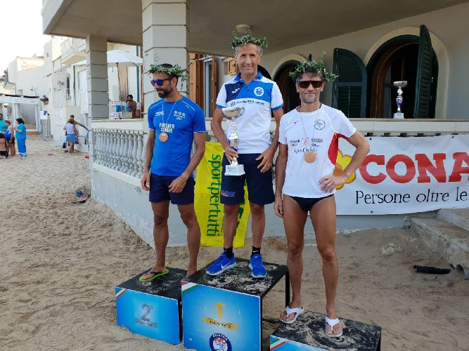 https://www.ragusanews.com//immagini_articoli/06-08-2018/maratona-filippide-vince-vincenzo-taranto-500.jpg