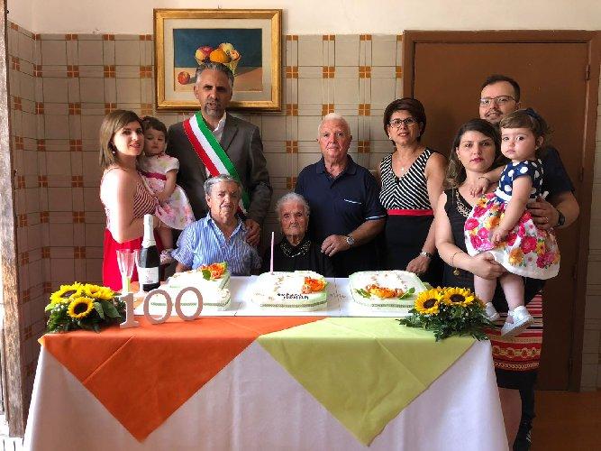 https://www.ragusanews.com//immagini_articoli/06-08-2018/modica-anni-nonna-antonina-palazzolo-500.jpg