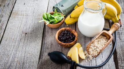 https://www.ragusanews.com//immagini_articoli/06-08-2020/dieta-per-abbassare-la-pressione-alta-240.jpg
