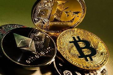 https://www.ragusanews.com//immagini_articoli/06-08-2020/investire-negli-strumenti-di-pagamento-digitale-le-monete-virtuali-240.jpg