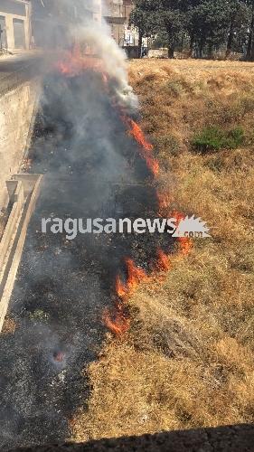 https://www.ragusanews.com//immagini_articoli/06-09-2017/chiaramonte-incubo-incendi-appiccato-rogo-vito-500.jpg