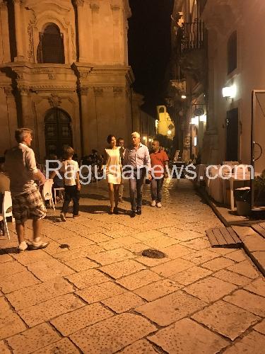 https://www.ragusanews.com//immagini_articoli/06-09-2017/gossip-casini-lamica-colombiana-500.jpg