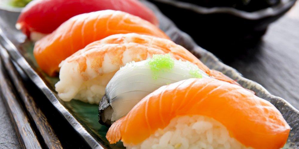 http://www.ragusanews.com//immagini_articoli/06-09-2017/sushi-antitumorale-ritarda-vecchiaia-addio-dieta-mediterranea-500.jpg