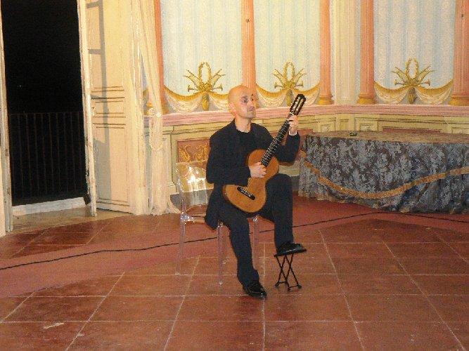 https://www.ragusanews.com//immagini_articoli/06-09-2018/noto-tiempo-guitarras-concerto-matteo-mela-500.jpg