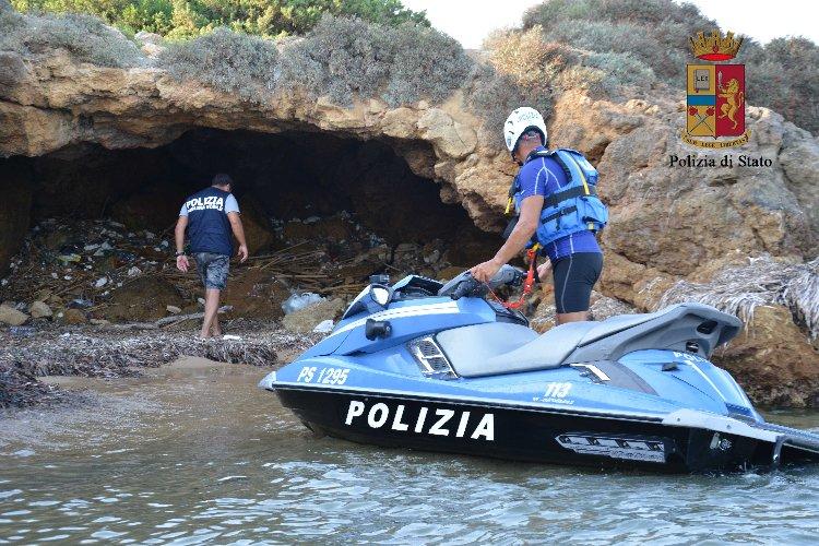 https://www.ragusanews.com//immagini_articoli/06-09-2018/spacciatori-spiaggia-cinque-arresti-500.jpg