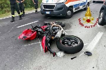 https://www.ragusanews.com//immagini_articoli/06-09-2020/incidente-mortale-in-moto-perde-la-vita-un-20enne-240.jpg
